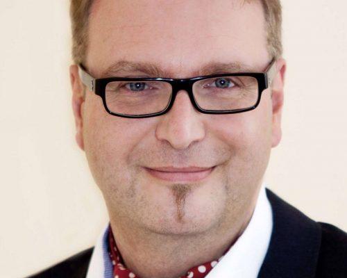 Dr. Hubert Kienast - Spezialist für Unternehmensnachfolge innerhalb der Familie